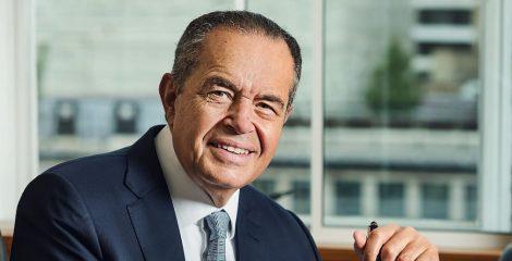 سحبت أموالي من البنوك.. تعرف على أبرز أراء الملياردير المصري محمد منصور حول الاستثمار